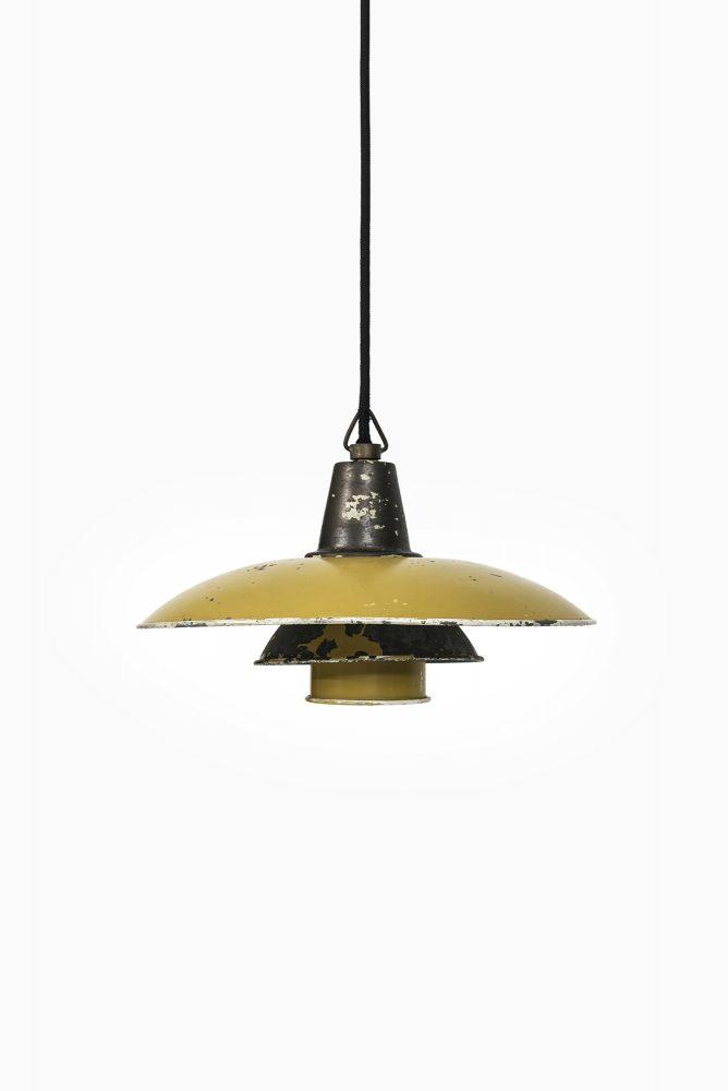 Poul Henningsen ceiling lamp model PH-3/2 at Studio Schalling