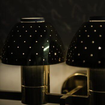 Hans-Agne Jakobsson wall lamp model V-306/4 at Studio Schalling