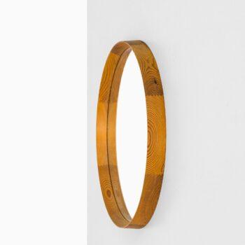 Round mirror in oregon pine at Studio Schalling