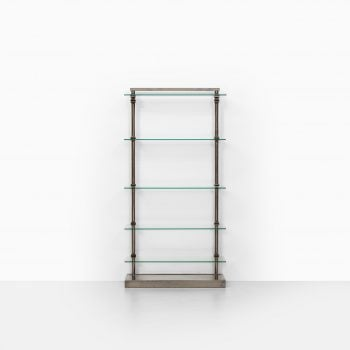 Industrial shelf in steel and glass at Studio Schalling