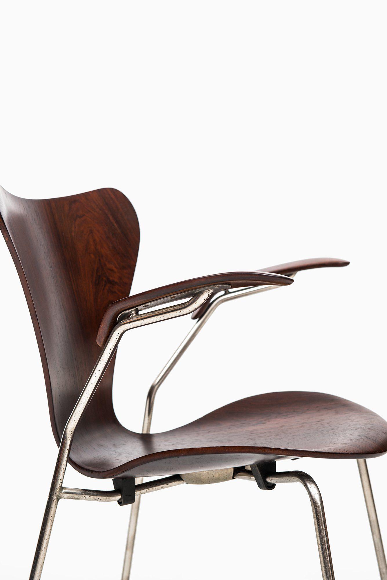 Arne Jacobsen Dining Chairs Model 3107 Amp 3207 At Studio
