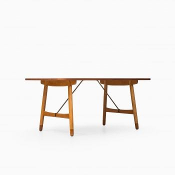 Børge Mogensen hunting table in teak and oak at Studio Schalling