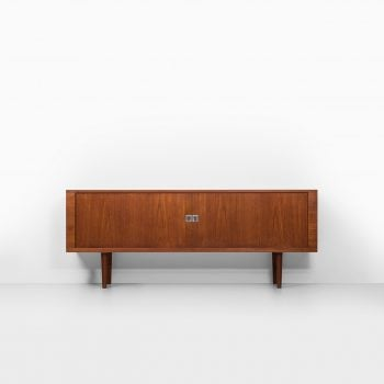 Hans Wegner sideboard model RY-25 in teak at Studio Schalling