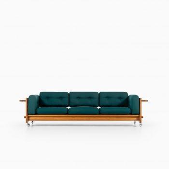 Yngve Ekström Kontrapunkt sofa in pine at Studio Schalling