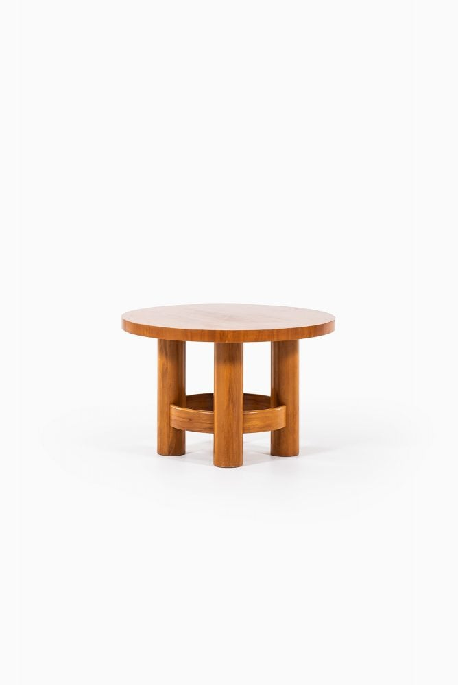 Coffee table in mahogany and elm by Reiners at Studio Schalling