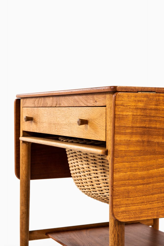 Hans Wegner AT-33 side table by Andreas Tuck at Studio Schalling