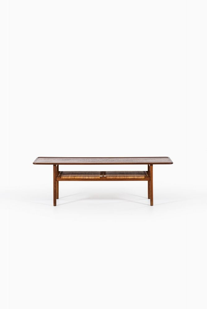 Hans Wegner AT-10 coffee table in teak at Studio Schalling
