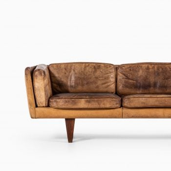 Illum Wikkelsø sofa model V11 in rosewood at Studio Schalling