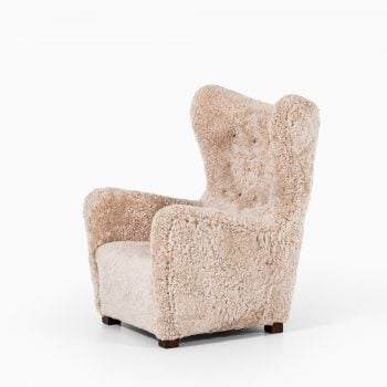 Fritz Hansen easy chair model 1672 in sheepskin at Studio Schalling
