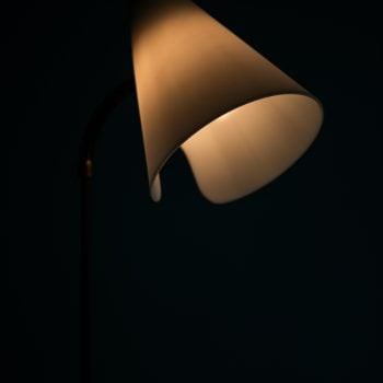 Floor lamp in brass with white lamp shade at Studio Schalling
