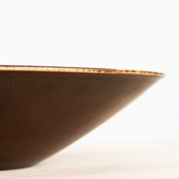 Carl-Harry Stålhane ceramic bowl in brown glaze at Studio Schalling