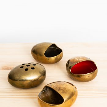 Set of 4 ashtrays in brass by Cohr at Studio Schalling