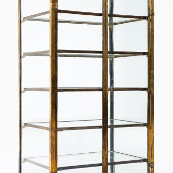 Rare display cabinet in brass and glass at Studio Schalling