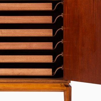 Bertil Fridhagen Facett cabinet in mahogany at Studio Schalling