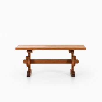 Large dining table in pine by Krogenes at Studio Schalling