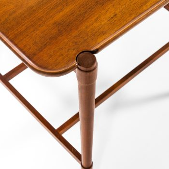 Peter Hvidt side / tray table model 1775 at Studio Schalling