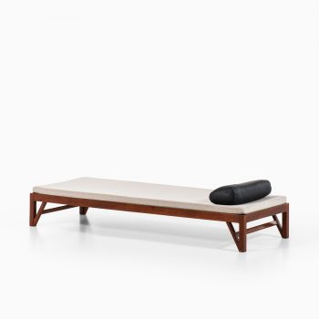Teak daybed from 1950's with V-shaped legs at Studio Schalling