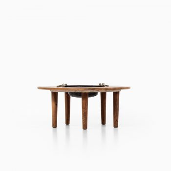 Round coffee table in pine and brass at Studio Schalling
