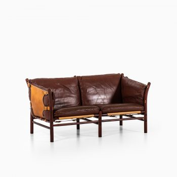 Arne Norell Ilona sofa in dark red leather at Studio Schalling