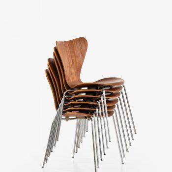 Arne Jacobsen dining chairs model 3107 at Studio Schalling