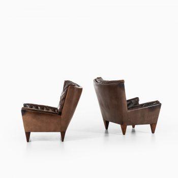 Illum Wikkelsø easy chairs model V11 at Studio Schalling