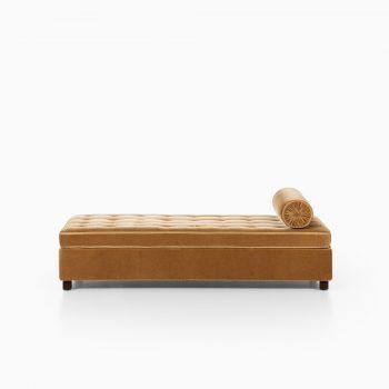 Art Deco daybed in velvet mohair fabric at Studio Schalling