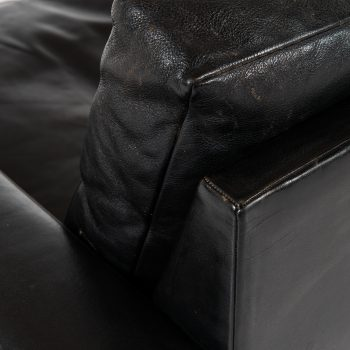 Illum Wikkelsø sofa in black leather at Studio Schalling