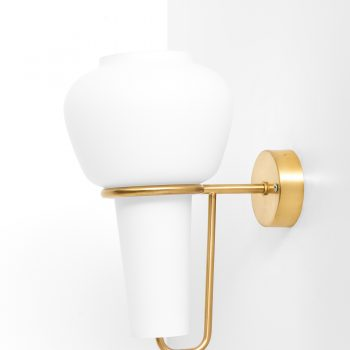 Hans-Agne Jakobsson V-24 wall lamps in brass and opaline glass at Studio Schalling