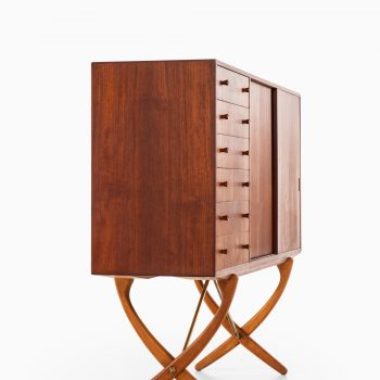 Hans Wegner sideboard model CH-304 at Studio Schalling