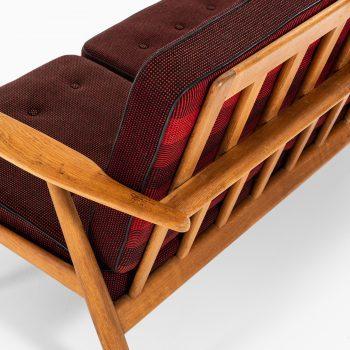 Hans Wegner sofa model GE-240 / Cigar by Getama at Studio Schalling