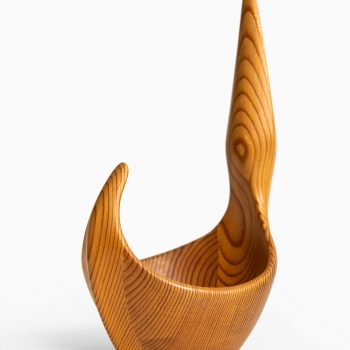 Johnny Mattsson sculpture / bowl in pine at Studio Schalling