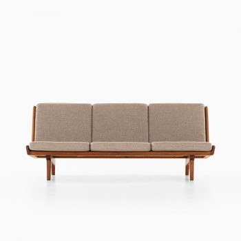 Carl Gustaf Hiort af Ornäs sofa model Trienna at Studio Schalling