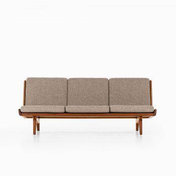 Carl Gustaf Hiort af Ornäs sofa model Trienna at Studio Schalling
