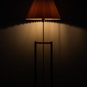Pair of floor lamps in teak and brass at Studio Schalling