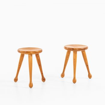 Pair of stools in pine by unknown designer at Studio Schalling