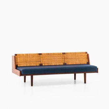 Hans Wegner sofa / daybed model GE-258 at Studio Schalling