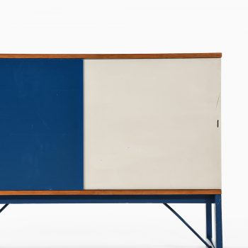 Sideboard in pine, brass and lacquered at Studio Schalling