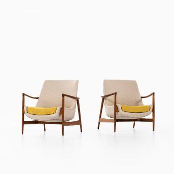 Ib Kofod-Larsen easy chairs model 4346 by Fritz Hansen at Studio Schalling