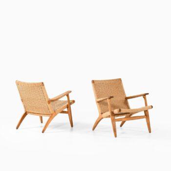 Hans Wegner CH-25 easy chairs in oak at Studio Schalling