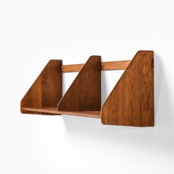Hans Wegner shelf in oak by Ry Møbler at Studio Schalling