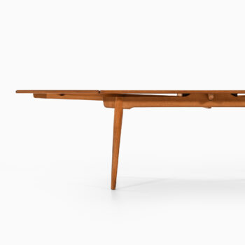Hans Wegner AT-312 dining table at Studio Schalling