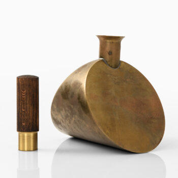 Pierre Forsell decanter in brass at Studio Schalling