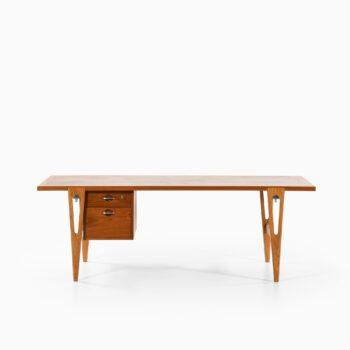 Hans Wegner freestanding desk in teak at Studio Schalling