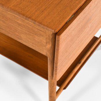Hans Wegner side table model AT-33 at Studio Schalling