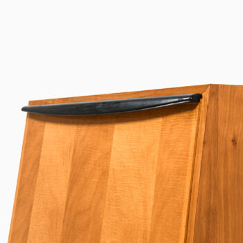 Wall cabinet in maple by Lotos at Studio Schalling