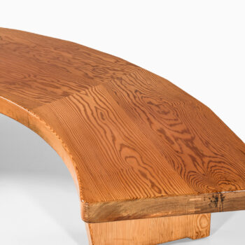 Large and curved bench in solid pine at Studio Schalling
