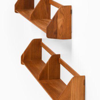 Hans Wegner wall shelves in oak at Studio Schalling